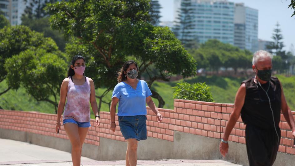 Lima y Callao bajan a riesgo muy alto y se levanta toque de queda los domingos